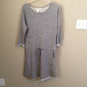 H&M. LOGG.  Sweatshirt Dress.  🌿